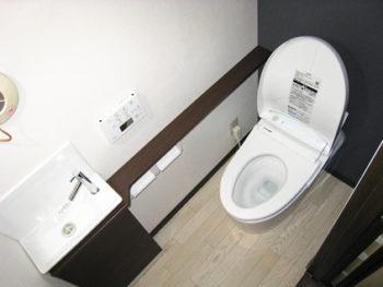 アクセントクロスでおしゃれなトイレ